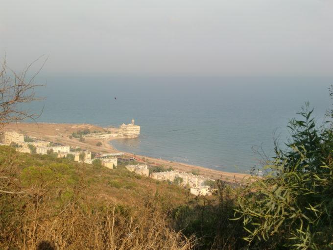 丘から見たハイファ郊外の田舎街