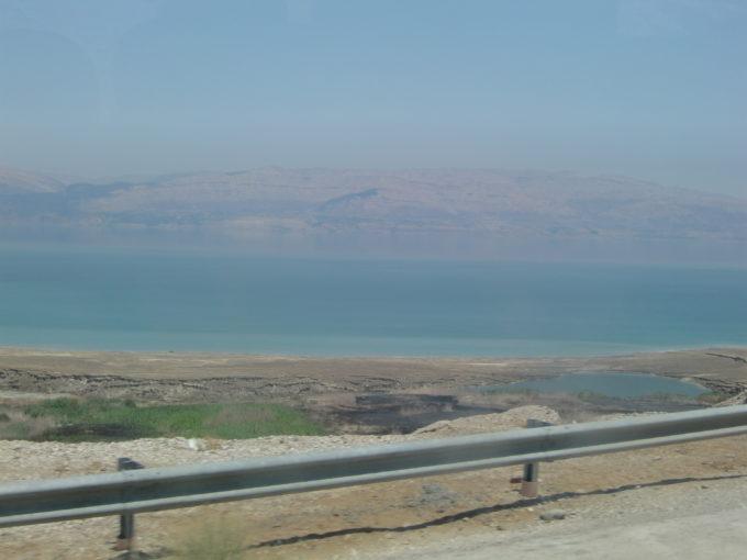 バスから見えた死海の光景