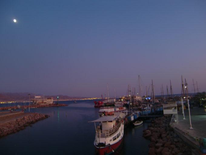 夜のアカバ湾