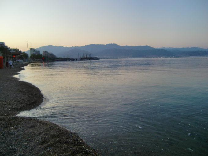 早朝のアカバ湾