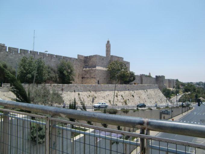新市街から見たエルサレム旧市街の城壁
