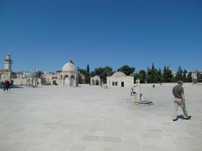 神殿の丘広場