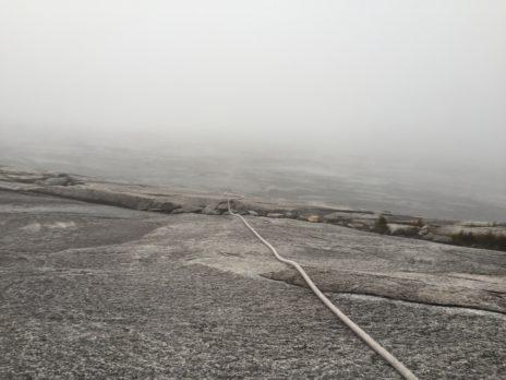 キナバル山のロープを使う道