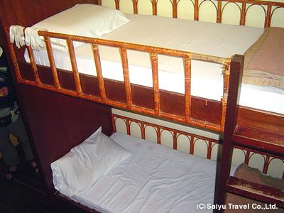山小屋のベッド