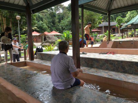 ポーリン温泉の足湯