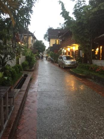 ルアンパバーンソークミサイホテル近くの小道