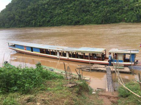 メコン川クルーズの舟