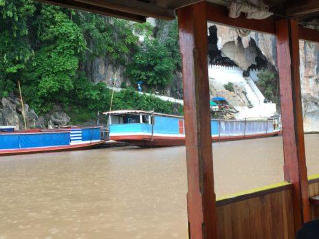メコン川クルーズの複数の舟
