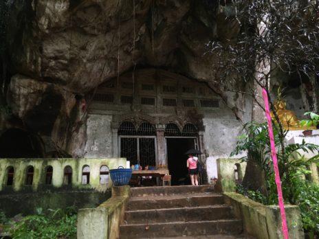 パクウー洞窟、入口階段