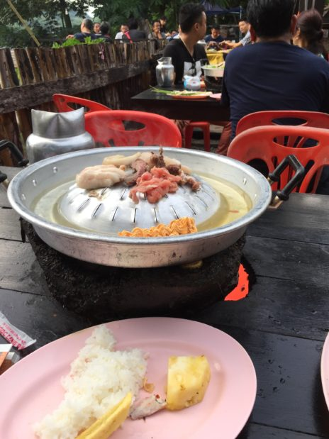 ルアンパバーン、メコン川BBQの店
