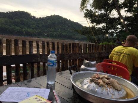 ルアンパバーン、メコン川BBQの店からの景色