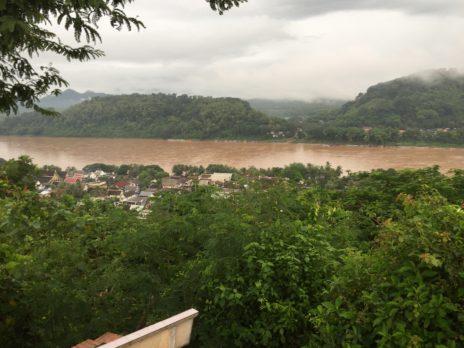ルアンパバーン、プーシーの丘から見たメコン川