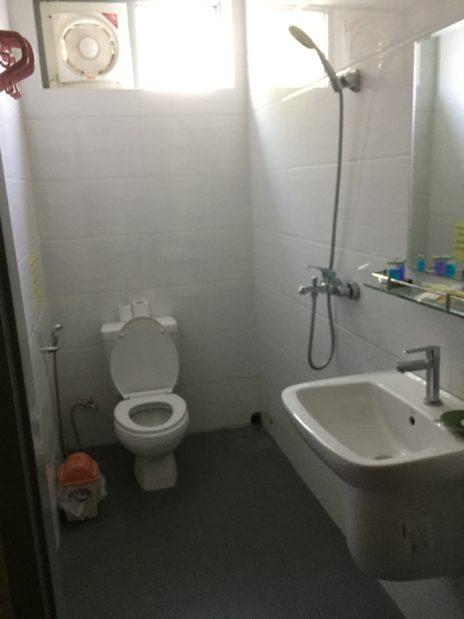 バガン、イワンモーテルのシャワー室