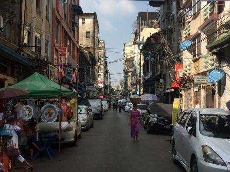 ヤンゴンの中国人街19番ストリートの光景
