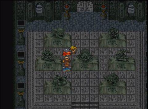 これまでのシナリオボスとそっくりな石像が置かれた部屋を通過する主人公一行