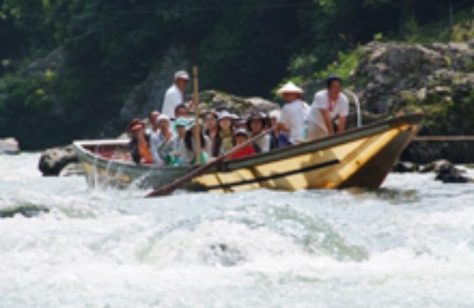 夏の保津川下り舟