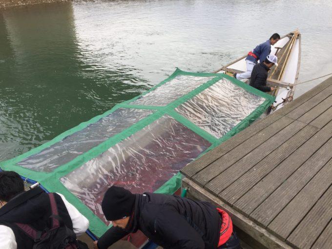 保津川下り冬仕様の船の外観